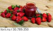 Купить «Strawberry jam and fresh strawberries», фото № 30789350, снято 19 мая 2019 г. (c) Яков Филимонов / Фотобанк Лори