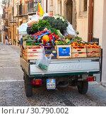 Купить «Vegetables in mobile shop of greengrocer», фото № 30790002, снято 19 марта 2019 г. (c) Роман Сигаев / Фотобанк Лори