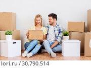 Купить «happy couple with boxes moving to new home», фото № 30790514, снято 25 февраля 2016 г. (c) Syda Productions / Фотобанк Лори