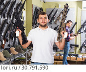 Купить «Man choice pneumatic gun», фото № 30791590, снято 4 июля 2017 г. (c) Яков Филимонов / Фотобанк Лори