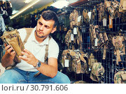 Купить «guy looking holster for pneumatic weapon in army store», фото № 30791606, снято 4 июля 2017 г. (c) Яков Филимонов / Фотобанк Лори
