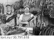 Купить «Young guys in military equipment with rifle in airsoft shop», фото № 30791618, снято 4 июля 2017 г. (c) Яков Филимонов / Фотобанк Лори