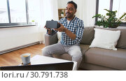 Купить «male blogger with vr glasses videoblogging at home», видеоролик № 30791738, снято 26 апреля 2019 г. (c) Syda Productions / Фотобанк Лори
