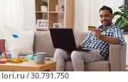 Купить «man with laptop shopping online after cleaning», видеоролик № 30791750, снято 27 апреля 2019 г. (c) Syda Productions / Фотобанк Лори