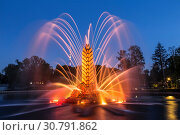"""Купить «Fountain """"Zolotoy Kolos"""" (""""Golden spike"""") on the territory of the All-Russian exhibition center (VDNH) in the evening. Moscow, Russia», фото № 30791862, снято 18 мая 2019 г. (c) Наталья Волкова / Фотобанк Лори"""