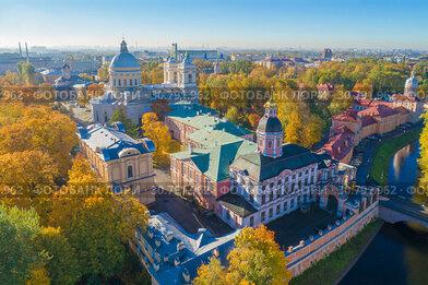 Вид на Александро-Невскую лавру золотой осенью (аэрофотосъемка). Санкт-Петербург, Россия
