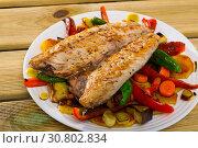 Купить «Grilled mackerel with roasted vegetables», фото № 30802834, снято 19 июля 2019 г. (c) Яков Филимонов / Фотобанк Лори