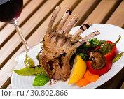 Купить «Rack of lamb with vegetables and red wine», фото № 30802866, снято 5 августа 2020 г. (c) Яков Филимонов / Фотобанк Лори