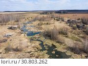 Купить «Top view of Ruins of the abandoned wooden houses in the ghost village in the European North of Russia, Kirov Region», фото № 30803262, снято 6 июля 2020 г. (c) Mikhail Starodubov / Фотобанк Лори