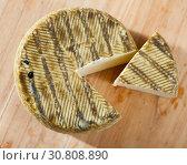 Купить «Spanish cheese mezclado with cut slice», фото № 30808890, снято 28 января 2020 г. (c) Яков Филимонов / Фотобанк Лори