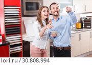 Купить «Couple talking in kitchen furnishing store», фото № 30808994, снято 11 апреля 2018 г. (c) Яков Филимонов / Фотобанк Лори