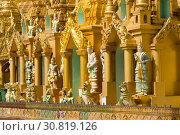 Купить «Детали оформления одного из буддистских храмов пагоды Шведагон. Янгон, Мьянма (Бирма)», фото № 30819126, снято 17 декабря 2016 г. (c) Виктор Карасев / Фотобанк Лори
