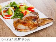 Купить «Pork chops with vegetable salad», фото № 30819686, снято 17 июля 2019 г. (c) Яков Филимонов / Фотобанк Лори