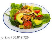 Купить «Tasty salad of fried trout, avocado, tomatoes and greens at plate», фото № 30819726, снято 20 июня 2019 г. (c) Яков Филимонов / Фотобанк Лори
