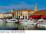 Купить «View of Beaucare town with coast and boats at riverside in France», фото № 30819870, снято 13 октября 2018 г. (c) Яков Филимонов / Фотобанк Лори