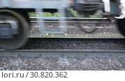 Купить «Close-up of a wheeled pair (wheeled cart) of a freight railway train», видеоролик № 30820362, снято 17 сентября 2018 г. (c) Mikhail Erguine / Фотобанк Лори