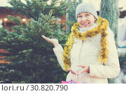 Купить «Mature woman choosing decorations and Christmas tree», фото № 30820790, снято 21 декабря 2017 г. (c) Яков Филимонов / Фотобанк Лори