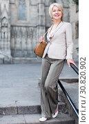 Купить «Elegant mature woman is posing in time walking», фото № 30820902, снято 3 сентября 2017 г. (c) Яков Филимонов / Фотобанк Лори