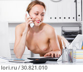 woman nude body talking phone. Стоковое фото, фотограф Яков Филимонов / Фотобанк Лори