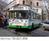 Автобус №91 на рейсе. 2-й Сетуньский проезд, 8. Район Раменки. Город Москва (2011 год). Редакционное фото, фотограф lana1501 / Фотобанк Лори