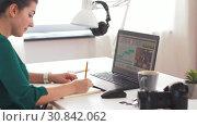 Купить «woman with video editor program on laptop at home», видеоролик № 30842062, снято 20 мая 2019 г. (c) Syda Productions / Фотобанк Лори