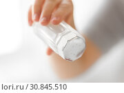 Купить «close up of hand holding salt cellar», фото № 30845510, снято 22 мая 2015 г. (c) Syda Productions / Фотобанк Лори