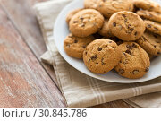 Купить «close up of oatmeal cookies on plate», фото № 30845786, снято 22 мая 2015 г. (c) Syda Productions / Фотобанк Лори