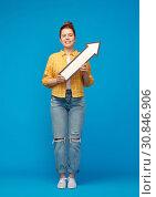 Купить «teenage girl with arrow shows north east direction», фото № 30846906, снято 28 февраля 2019 г. (c) Syda Productions / Фотобанк Лори