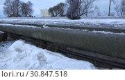 Купить «Children's feet walking on the snow-covered pier in the Park», видеоролик № 30847518, снято 19 июня 2018 г. (c) Aleksandr Sulimov / Фотобанк Лори