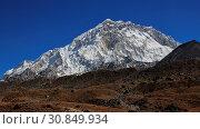 Купить «Scene on the way to the Everest base camp. Mount Nuptse, high mountain of the Himalayas.», фото № 30849934, снято 4 июля 2020 г. (c) age Fotostock / Фотобанк Лори