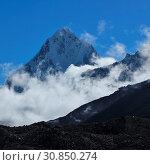 Купить «Autumn scene in the Everest National Park, Nepal. Mount Taboche Peak. Fog.», фото № 30850274, снято 6 августа 2020 г. (c) age Fotostock / Фотобанк Лори