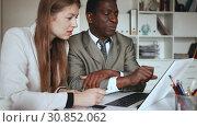 Купить «Young woman assistant and man manager working with laptop and papers in office», видеоролик № 30852062, снято 26 апреля 2019 г. (c) Яков Филимонов / Фотобанк Лори