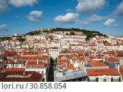 Lisbon, Portugal, urban landscape of Baixa with the Castelo de Sao Jorge (2018 год). Стоковое фото, агентство Caro Photoagency / Фотобанк Лори