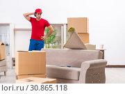 Купить «Young male contractor with boxes working indoors», фото № 30865118, снято 12 ноября 2018 г. (c) Elnur / Фотобанк Лори
