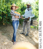 Купить «Woman farmer holding peaches», фото № 30876486, снято 12 июля 2018 г. (c) Яков Филимонов / Фотобанк Лори