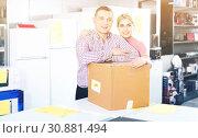 Купить «Couple with packed purchases in household appliances section in shop», фото № 30881494, снято 1 марта 2018 г. (c) Яков Филимонов / Фотобанк Лори