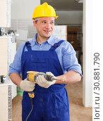 Купить «Builder with drill», фото № 30881790, снято 4 мая 2018 г. (c) Яков Филимонов / Фотобанк Лори