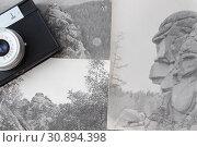 Old retro photo camera and rocks on the photos. Стоковое фото, фотограф Бурухин Никита Юрьевич / Фотобанк Лори