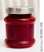 Купить «Strawberry jam in a glass jar», фото № 30895194, снято 25 июня 2019 г. (c) Яков Филимонов / Фотобанк Лори
