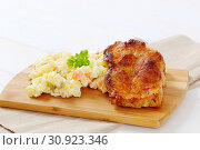 Купить «Roasted chicken with potato salad on wooden cutting board - close up», фото № 30923346, снято 5 декабря 2016 г. (c) easy Fotostock / Фотобанк Лори