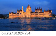 Купить «Beautiful night view of the Hungarian Parliament building and the Danube river with lights in the water in Budapest, Hungary», видеоролик № 30924734, снято 3 июня 2019 г. (c) Яна Королёва / Фотобанк Лори
