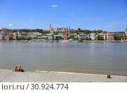 Купить «Budapest, Hungary, June 3, 2019. Beautiful view of the promenade in Budapest on a sunny summer day», фото № 30924774, снято 3 июня 2019 г. (c) Яна Королёва / Фотобанк Лори
