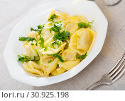 Купить «Plate of freshly boiled ravioli», фото № 30925198, снято 22 августа 2019 г. (c) Яков Филимонов / Фотобанк Лори