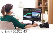 Купить «woman with video editor program on computer», видеоролик № 30925434, снято 21 сентября 2019 г. (c) Syda Productions / Фотобанк Лори