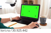 Купить «woman with with green screen on laptop at home», видеоролик № 30925442, снято 20 июня 2019 г. (c) Syda Productions / Фотобанк Лори