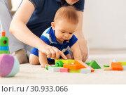 Купить «baby boy with father playing toy blocks at home», фото № 30933066, снято 5 мая 2018 г. (c) Syda Productions / Фотобанк Лори