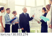 Купить «business team with scheme on flip chart at office», фото № 30933274, снято 3 июля 2016 г. (c) Syda Productions / Фотобанк Лори