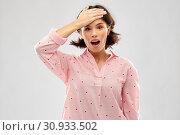 Купить «confused young woman in pajama», фото № 30933502, снято 6 марта 2019 г. (c) Syda Productions / Фотобанк Лори