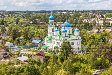 Вид на город Торжок с высоты птичьего полета. Михайло-Архангельская (Благовещенская) церковь