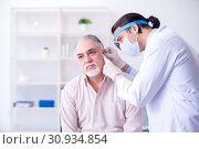 Male patient visiting doctor otolaryngologist. Стоковое фото, фотограф Elnur / Фотобанк Лори